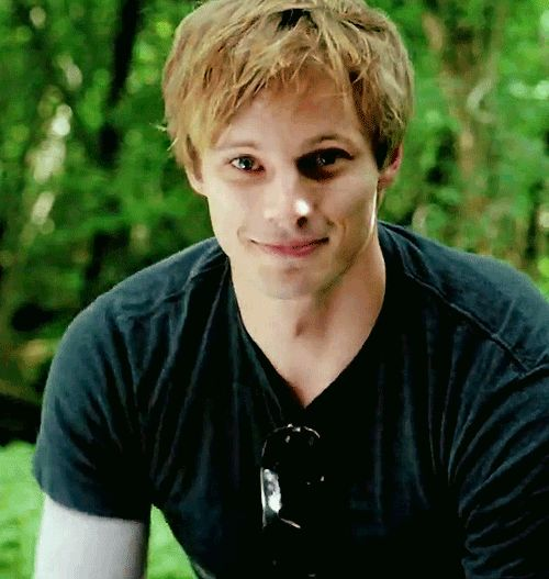 Bradley James gif....swoooooooon! (Though he looks a bit demented because of the speed of this gif…does he have a mental disorder?)