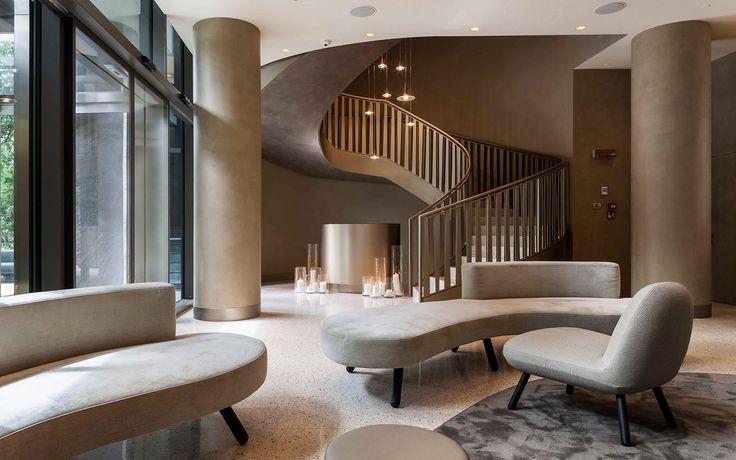 Sedute completamente custom in velluto e imbottitura ignifuga, sorrette da gambe in legno di frassino tornito. #interiordesign #madeinitaly #furniture