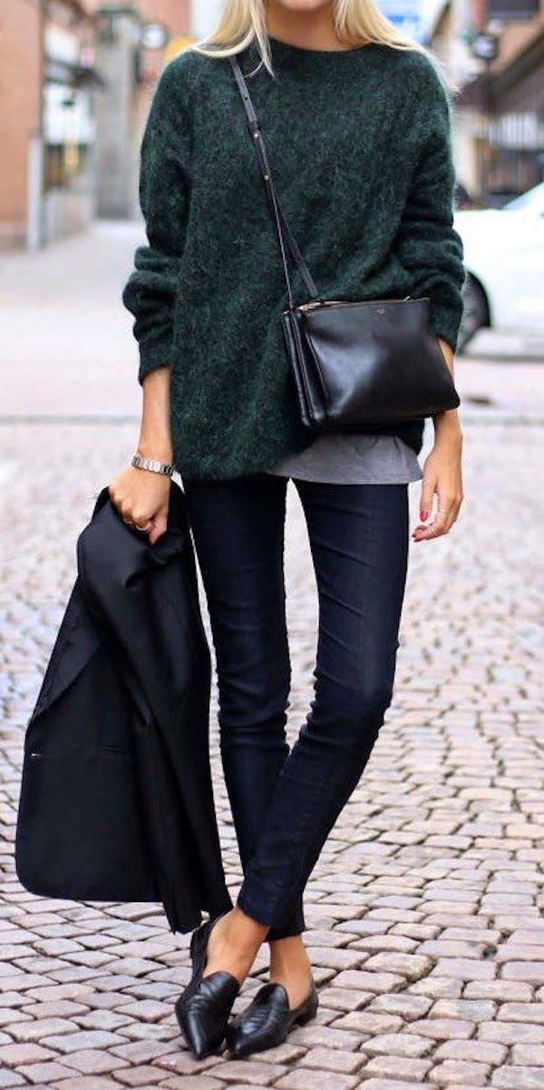 pointed-toe flats and a sophisticated cross body bag give this casual look polish.