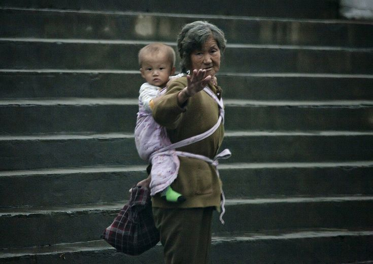 https://flic.kr/p/22pNQxz | North Korean woman carrying a baby on her back, South Hamgyong Province, Hamhung, North Korea | © Eric Lafforgue www.ericlafforgue.com