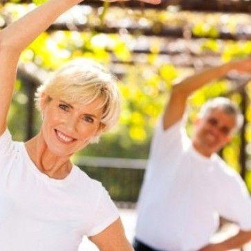 * Aktivitesizlikten sakının * Haftada 3 gün en az 20 şer dakika yürüyüş yapın * Radyoterapi süresince esneme hareketleri uygulayın * Ağırlık antrenmanlarını ihmal etmeyin * Yavaş başlayıp, vücut semptomlarınıza göre ağır ağır ilerleyin Gözetimli egzersiz programımızı oluşturan ACSM (American College of Sports Medicine) için kanser süreci ve sonrasında egzersiz kurallarının detaylandırılmasında görev alan Prof. Dr. Kathryn Schmitz' in söyleşisini tumblr bloğumuzda İngilizce dinleyebilirsiniz.