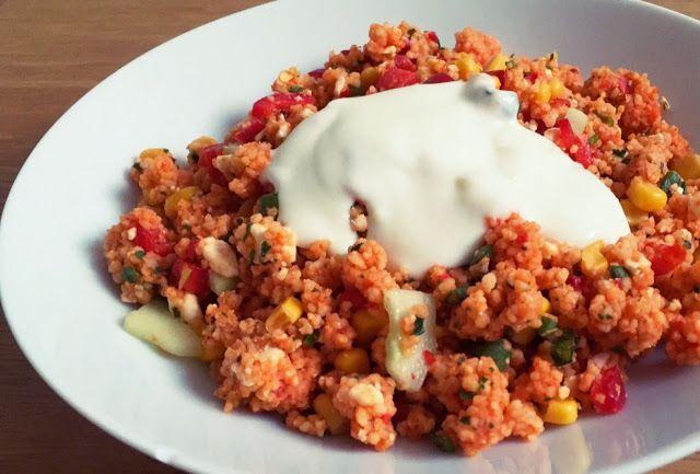 Glücksstücke: Schneller Couscous-Salat mit Knobi-Joghurt-Zitronen-Dressing