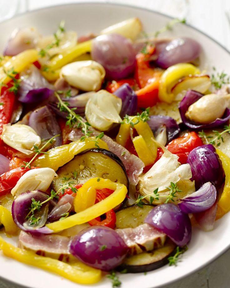 Escalivada is een typisch gerecht uit de Catalaanse keuken, met aubergine, ui en paprika. Meestal ook met kabeljauw, maar hier met gegrilde tonijn, verrassend!