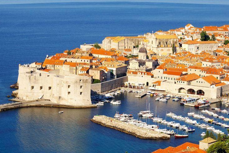 Przewodnik po Dubrowniku - atrakcje turystyczne, plaże, hotele i więcej informacji na temat Dubrownika w Chorwacji.