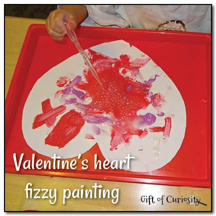 Valentine's heart fizzy painting: A combined art and science project for preschoolers || Gift of Curiosity