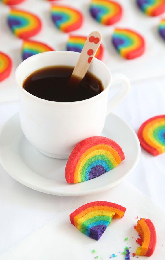 Show Your Pride With DIY Rainbow Cookies | The Etsy Blog | Galletas de arcoiris que se ven hermosas!