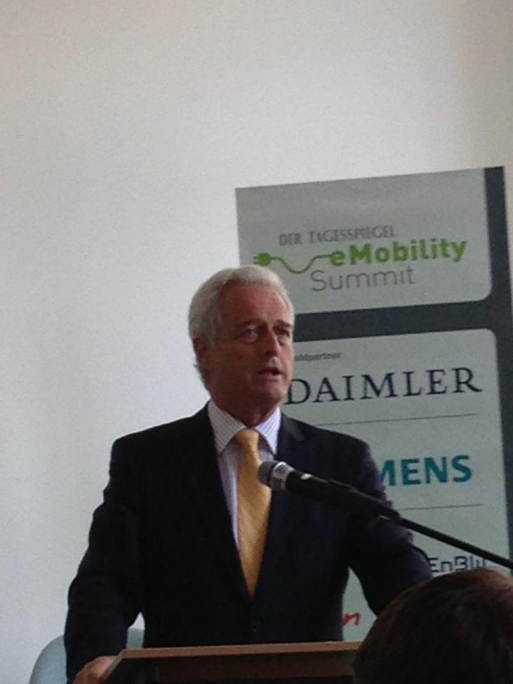 Ramsauer: Pedelecs kein E-Mobility-Ziel für 2020 - http://www.ebike-news.de/ramsauer-pedelecs-kein-e-mobility-ziel-fur-2020/4747