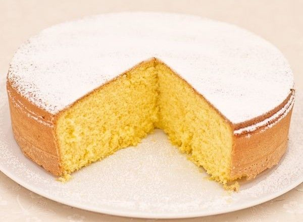 200 grammi di Zucchero 100 grammi di Farina 100 grammi di Fecola di patate 70 grammi di Burro 1 grammo di Vaniglia, bacca 3 Uova 10 Tuorlo d'uovo 50 grammi di Zucchero a velo