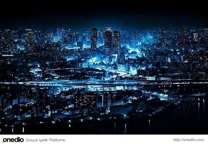 Büyüleyici mavi ışıklarıyla Osaka.17,220,000 nüfusuyla Japonya'nın 2., dünyanın 9. metropolü olan Osaka'nın gece ne denli büyüleyici göründüğünü anlatan harika bir fotoğraf...  Fotoğraf: Yoshihiko Wada