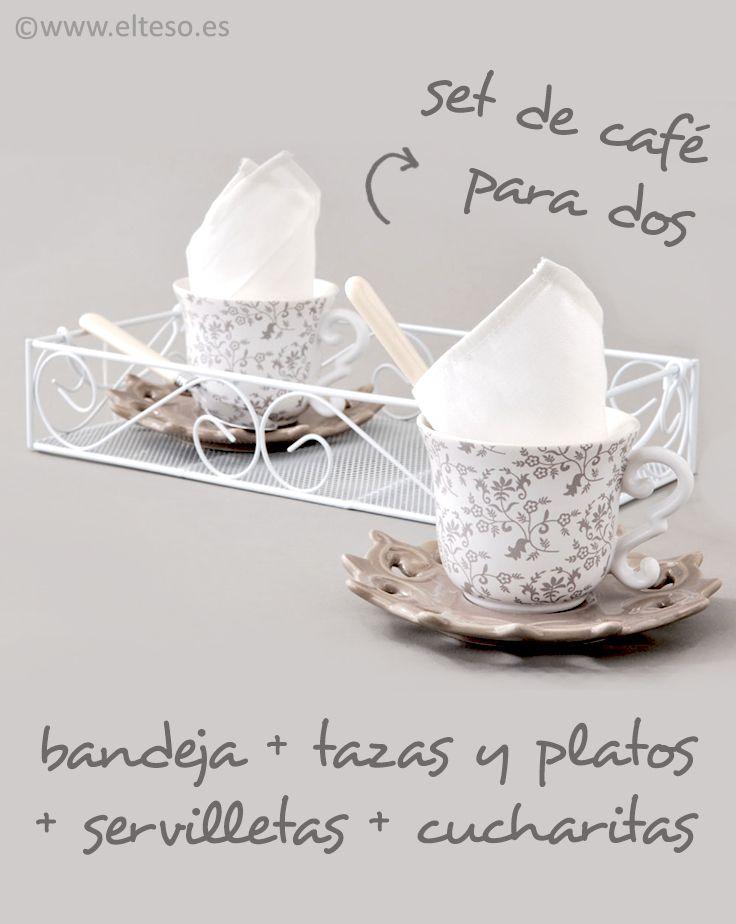 BANDEJA CON DOS SERVICIOS DE MERIENDA con estilo shabby chic e ideal para hacer un regalo #IdeasParaRegalar