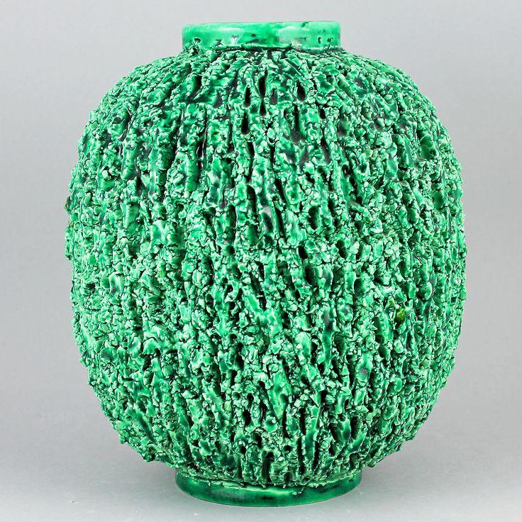 Gunnar Nylund (1936) Hypnotic Hedgehog Vase in Green (Medium)