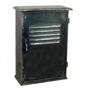 Une petite note vintage, un petit côté industriel, vous aimerez cette boite à clés en métal comme venue des bureaux d'usine.