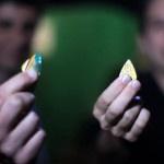 MTV cria máquina que transforma cartões vencidos em palhetas de guitarra