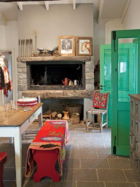 Hogar/horno de piedra en la cocina rústica de una casa de campo de Ayacucho…