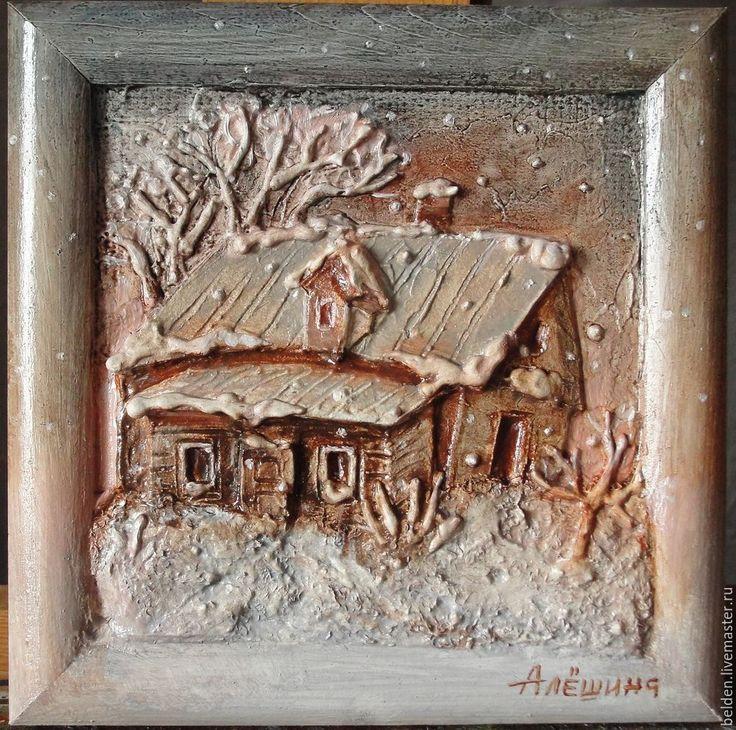 Хотите домик в деревне? Это не просто картинка, это рельеф, который захочется потрогать. Создать рельеф с изображением деревенского домика совсем не трудно. Данная методика опробована в художественной школе с детьми 12 лет. Присоединяйтесь! 'Построить' домик — это увлекательно. Нам понадобятся: - деревянная рамка с двп или картоном; - клей ПВА; - шпатлёвка акриловая; - грунт акриловый или краска…