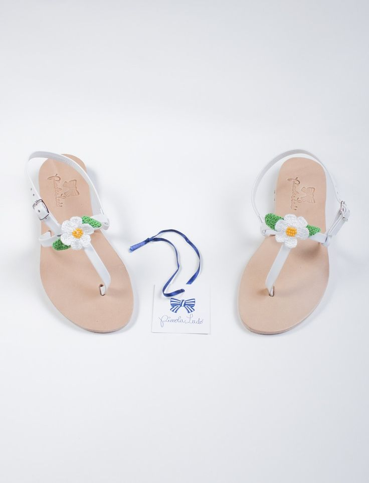 Leather handmade sandals with crochet daisies by PiccolaLudo.