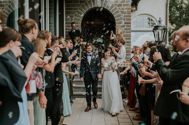 Brautkleid schlicht, mit Spitze (Foto: Monika Ewa Kluz)
