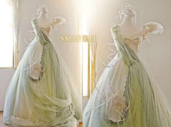 Location  Elizabeth plume à la main fleurs robe de par sallyFLi, $950.00