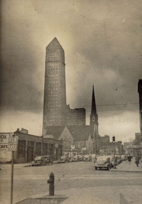 Deco Foshay Tower in Minneapolis, Minnesota in 1940