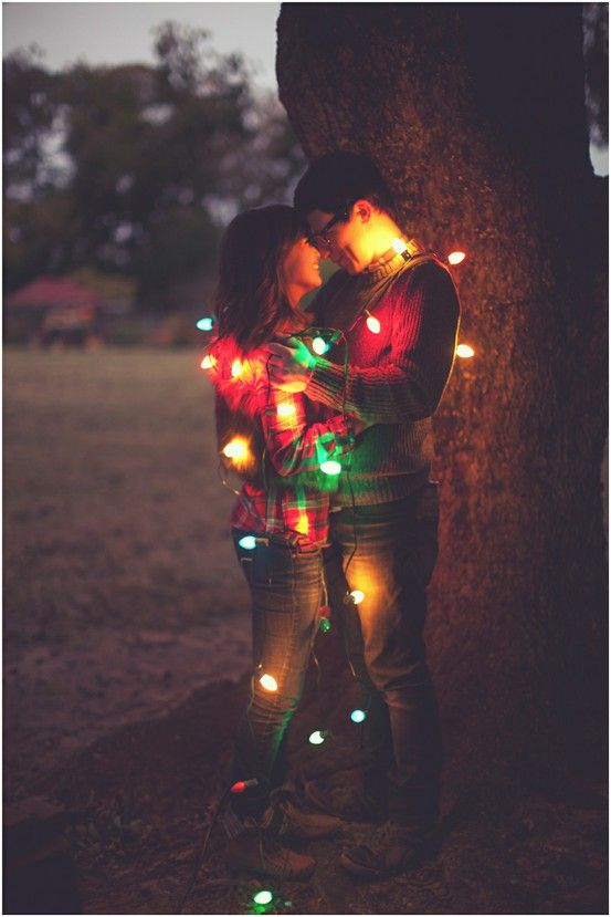 love the lights!Pictures Ideas, Engagement Pictures, Photos Ideas, Christmas Pictures, Christmas Cards Pictures, Engagement Photos, Christmas Lights, Christmas Photos, Xmas Cards