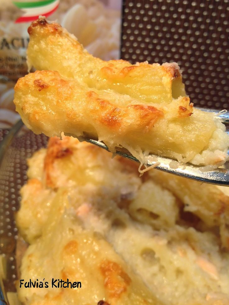 Fulvia's Kitchen: Rigatoni gratinati con salmone alla griglia e crema di cavolfiore - 'E Sarracin