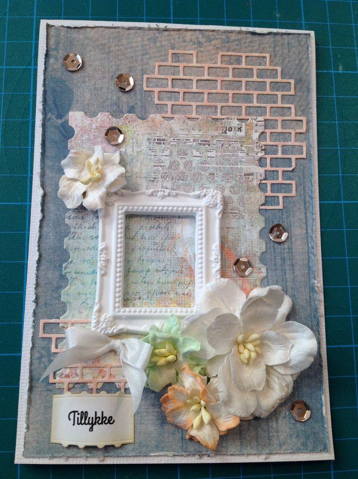 Lykønskningskort. Hjemmelavet. Dies: Die-versions bricks background, Die-namics postage stamp, Memory box Palace oval frame. Blomster fra Wild Orchid Crafts, sequins, hjemmelavet gipsfigur.
