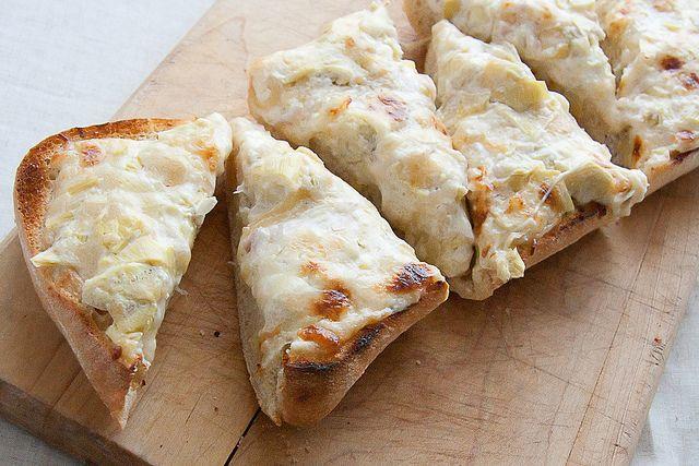 Killer Artichoke Bread by Isabelle @ Crumb: Garlic Breads, Breads Recipes, Artichokes Heart, Food Blog, Secret Recipes, Artichokes Breads, Breads Crumb, Killers Artichokes, Cheesy Artichokes