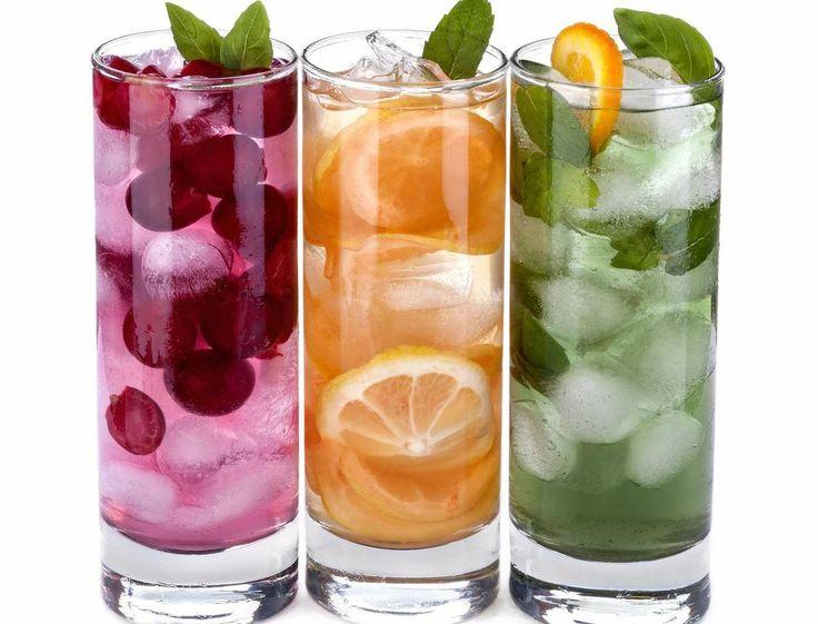 4 deliciosas aguas frutales saludables para sustituir las bebidas con gas