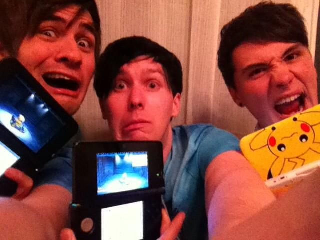 Phil is having an Extreme Mario Kart battle with Anthony and Dan :D and I would also just like to point out that Dan is using Kalel's 3DS.