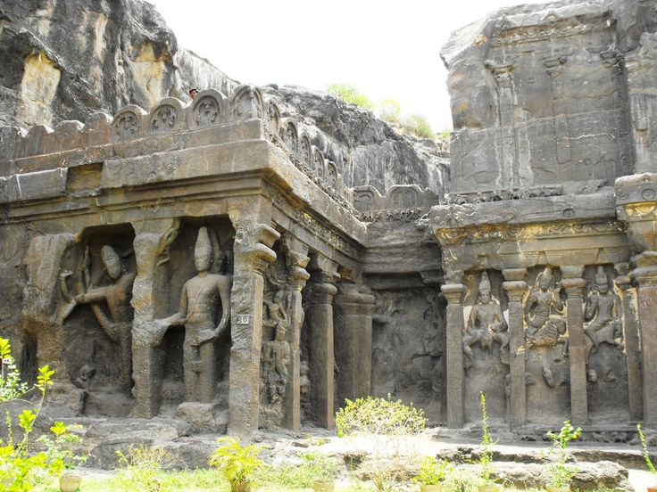 Ellora caves represent the Indian rock-cut architecture. The 34 caves/temples are actually structures excavated out of the vertical face of the Charanandri hills. Buddhist, Hindu and Jain rock-cut temples were built between the 5th century and 10th century.