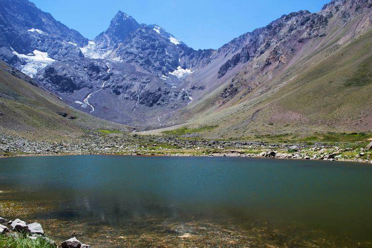 Laguna Morales y la pared sur del cerro el Morado
