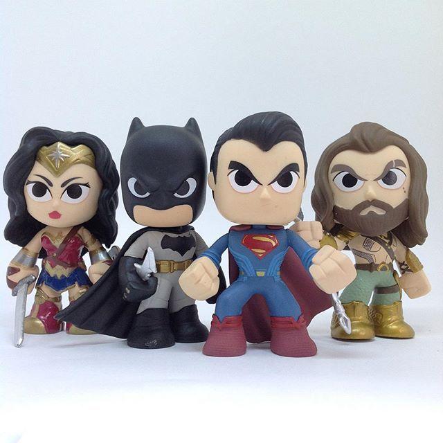 "Venha colecionar com a gente a linha Mystery Mini DC Dawn of Justice! Para encontrá-los, digite ""dawn justice"" no campo de pesquisa da loja... 😉 #funko #funkomania #mysterymini #funkopopbrasil #geek #dccomics #dc #batmanvssuperman #batman #superman #wonderwoman #mulhermaravilha #aquaman"