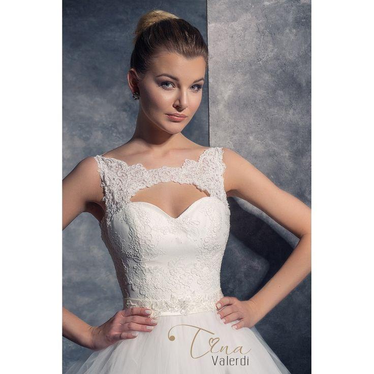 Predaj svadobných šiat šitých na mieru s veľkou princeznovskou sukňou a odhaleným chrbtom