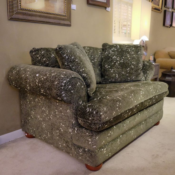 Oversized Chair With 2 Throw Pillows