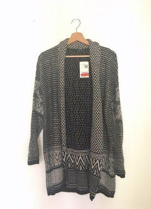 À vendre :  http://www.vinted.fr/mode-femmes/vestes/38373657-gilet-long-jacquard-maille-promod