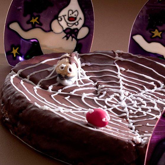 Edderkoppkake - http://www.dansukker.no/no/oppskrifter/edderkoppkake-1.aspx #oppskrift #kake #halloween