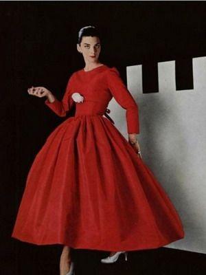 Платья в стиле 50-х годов: фото вечерних и повседневных моделей