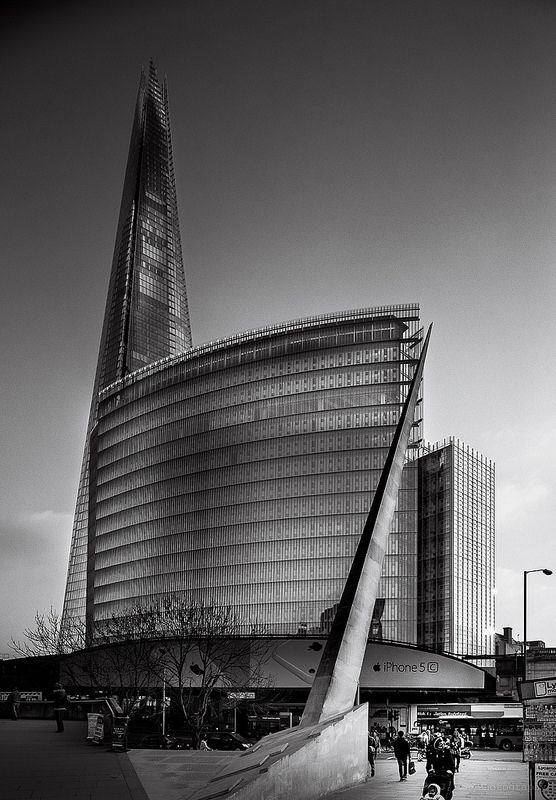 Renzo Piano's Shard just works so well against The Place, London Bridge is looking fine!