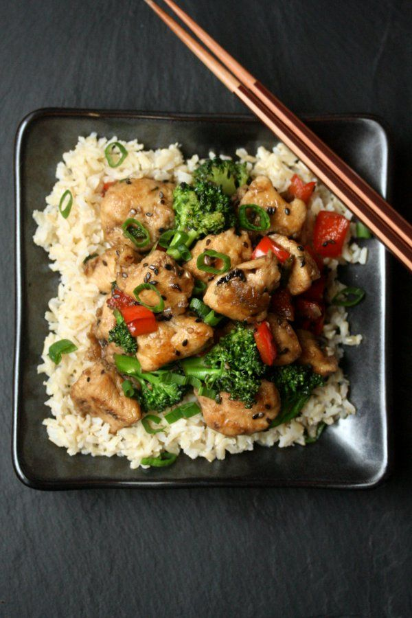 This healthy sesame chicken recipe with broccoli is a lighter version of the Chinese take-out classic with gluten-free Tamari, honey, and a gentle pan-fry.
