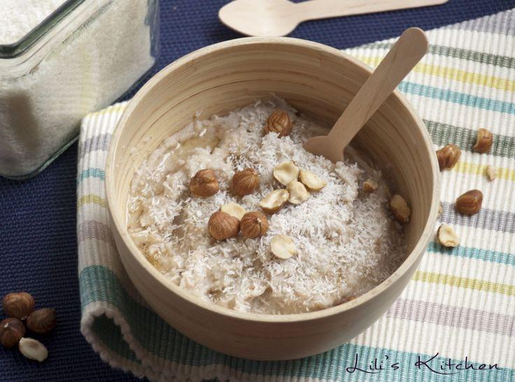 Porridge sans gluten aux flocons de sarrasin, lait d'amande, noix de coco et noisette (vegan)