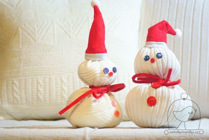 DIY Sweater Snowman http://www.andulkatvorilka.cz/snehulaci-ze-svetru/