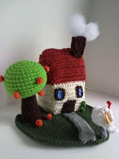 Free crochet pattern for a little home, tree and grass: