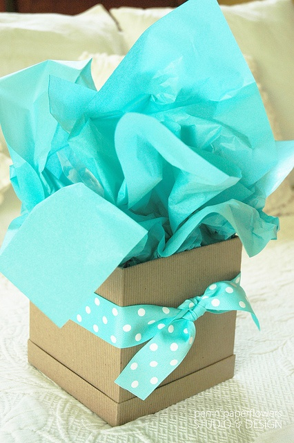 """""""Out-of-the-Box"""" gift wrap idea~Impressive yet Simple!"""
