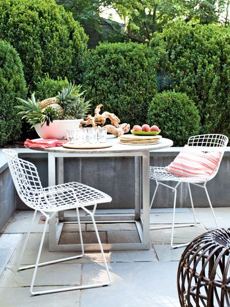 Love this table! This custom metal-and-stone table is geometric chic. The cube-like base feels more modern than a typical pedestal. (Photo: Peter Murdock)