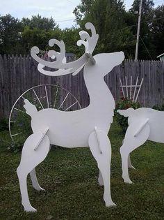 Renne blanc extérieur Afficher ces renne blanc élégant dans votre jardin ce Noël. ils ont également fière allure lorsque vous ajoutez traîneau du mon père Noël  Afficher Art parc à bois à la main  Tête de renne Up-55 » haut Renne de la tête vers le bas-29 haut  Toutes mes pièces sont fabriqués à partir de contreplaqué de 1/2 pouce de haut qualité et peint avec une peinture acrylique de métier.  Veuillez noter que, mon affiche de Cour peut varier de photos, elles ne sont faites à la main…