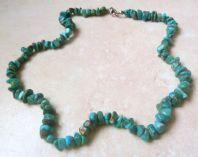 Turquoise Gemstone Chip Beaded Necklace.