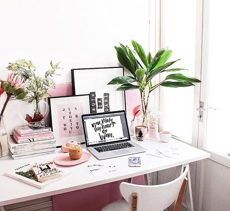 Desk via @tuliprim