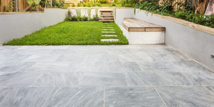 Siri Marble features striking silver and grey tones with soft, dark grey horizontal veins. #naturalstone #silverlook #marblepavers #amazingbackyards #thegreatoutdoors #coolunderfoot #timlesslook #landscapearechitecture #modern #luxaryhomes #diacondra #Steppingstones