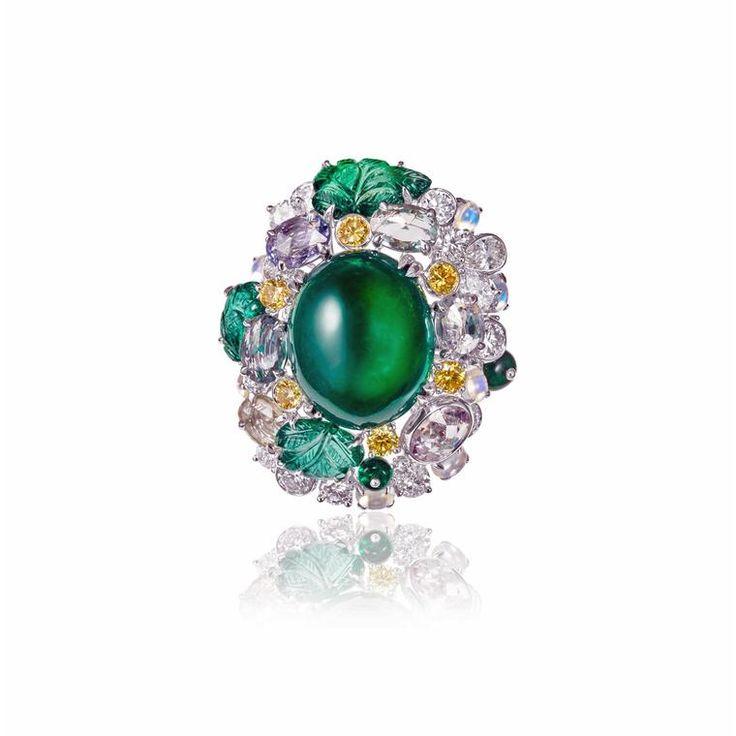 Anna Hu Siren Aria emerald ring