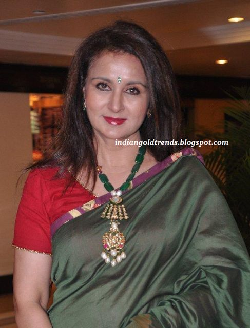 Latest Indian Gold and Diamond Jewellery Designs: Poonam Dhillon in designer jewellery